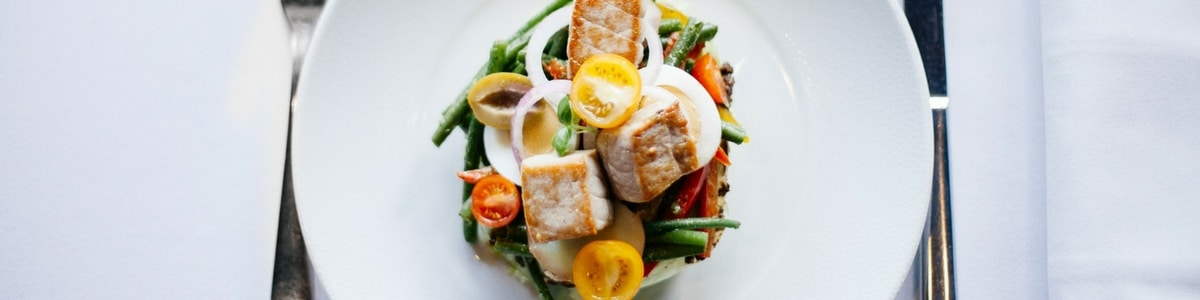 Salada low carb com frango